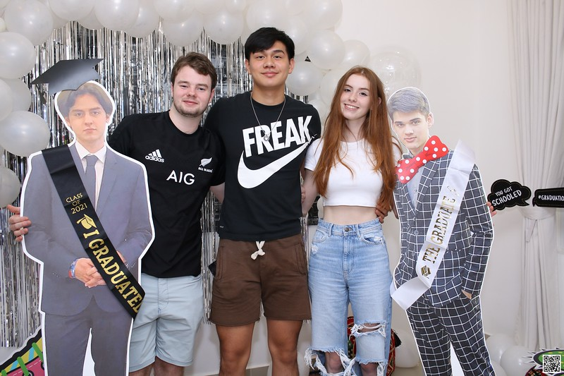 graduation-party-class-of-2021-instant-print-photo-booth-in-ho-chi-minh-Chup-hinh-in-anh-lay-lien-Tiec-Tot-Nghiep-2021-WefieBox-Photobooth-Vietnam-cho-thue-photo-booth-084.jpg