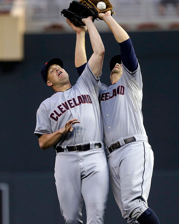 . Cleveland Indians pitcher Vinnie Pestano, left, and first baseman Mark Reynolds collide as Reynolds makes the catch on a popup by Minnesota Twins\' Brian Dozier in the seventh inning. (AP Photo/Jim Mone)