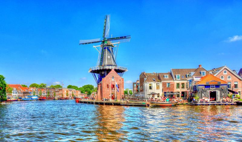 De Adriaan windmill burnt down in 1932 and was rebuilt in 2002 - Haarlem