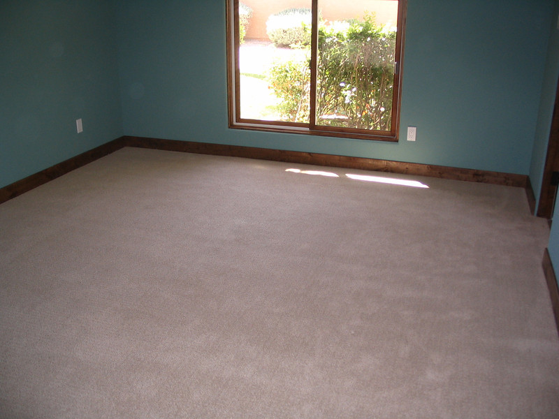 Guest bedroom, carpeted.