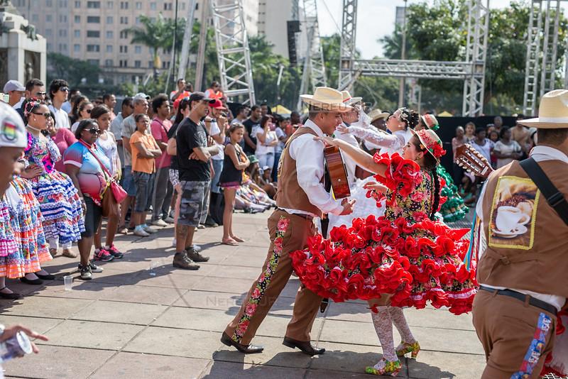 BELO HORIZONTE /MG - 31/08/2014 -Apresentação de quadrilha na Praça da Estação  (Foto: Nereu JR)