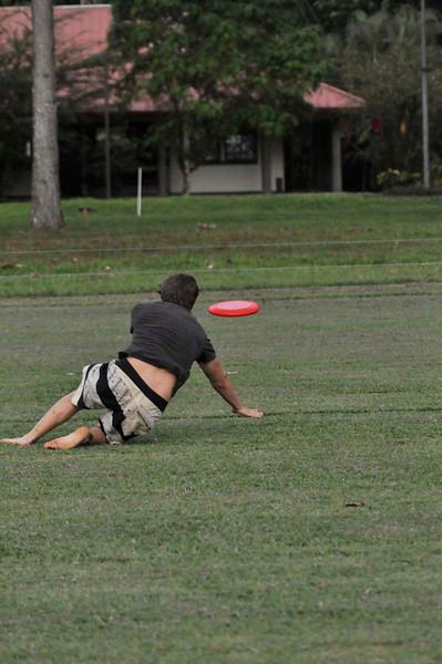 042409Ultimate Frisbee @ EARTH103.jpg