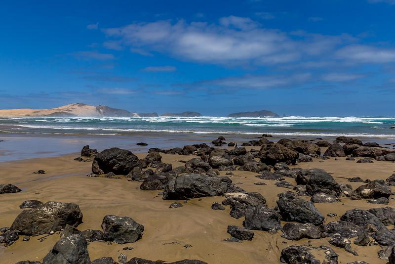 Blick von der Te Werahi Beach zur Motuopao Island
