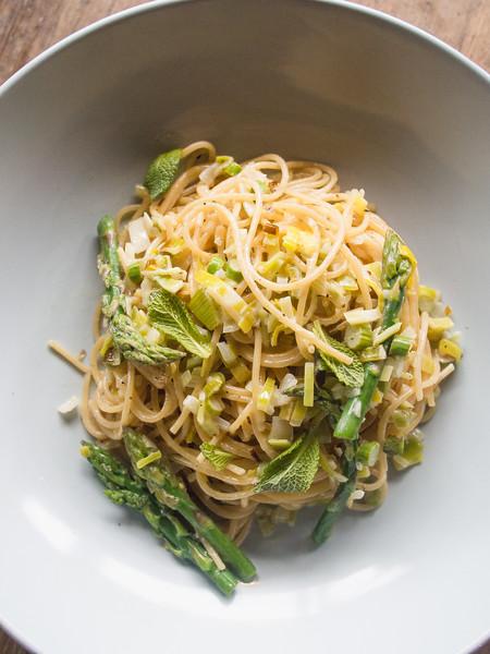 asparagus pasta on barrel 8.jpg