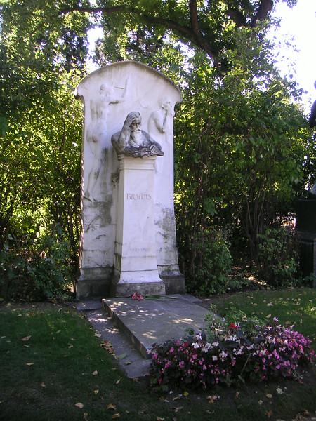 19 Brahms Grave.JPG