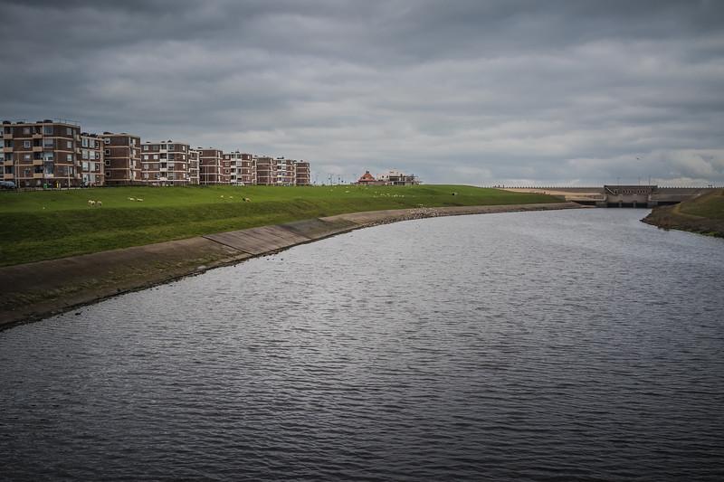 Uitwatering met bebouwing Katwijk.jpg