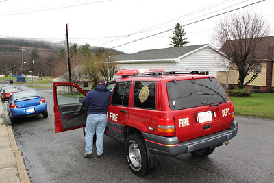 Squirrel Disrupts Power and Causes Loud Noise, N. Columbia St,  Tamaqua (4-23-2011)