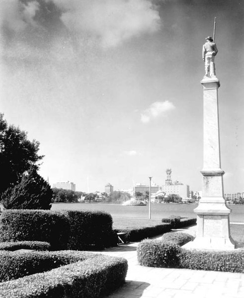 FSA - Civil War Monument Lake Eola - 1964.jpg