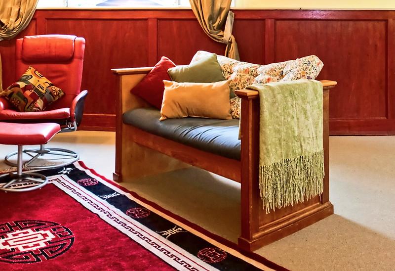 1 trong 2 cái Love Seat tôi mua gỗ về tự đóng lấy