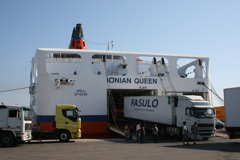 2010 - F/B IONIAN QUEEN disembarking in Brindisi.