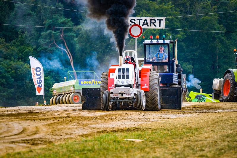 Tractor Pulling 2015-02524.jpg