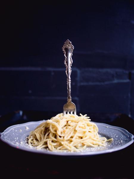 Spaghetti Aglio Olio fork in pasta 2.jpg