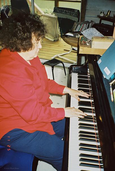 Shirley Lebin, playing piano at the Lebin home, November 25 1997.
