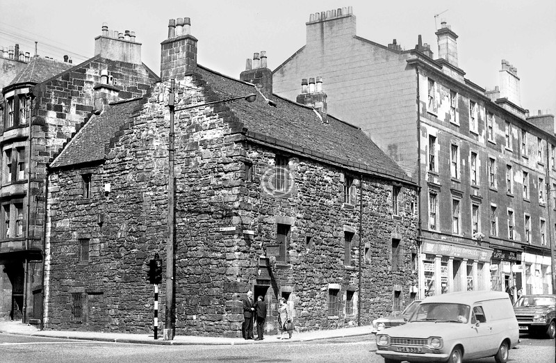 Corner of McLeod St and Castle St.   when Provand's Lordship still had its flanking tenements.    July 1973