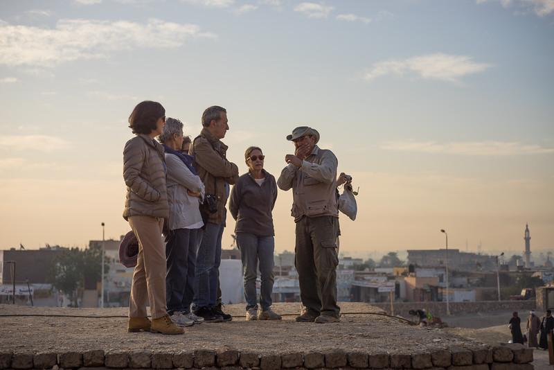 José Manuel Galán explicando la excavación. http://www.excavacionegipto.com