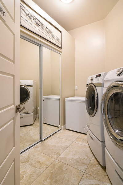 Laundry_8503816-1 copy.jpg