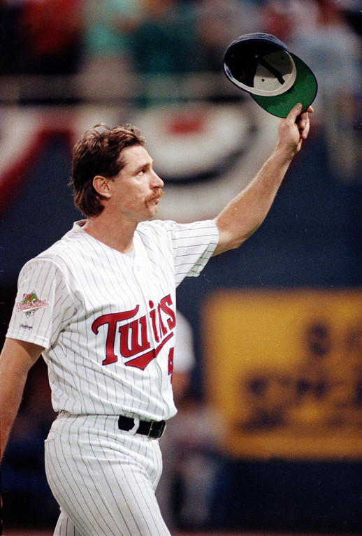 . JACK MORRIS -- Minnesota Twins pitcher Jack Morris acknowledges the crowd as he leaves the game in the seventh inning against Atlanta Braves during Game 1 of the World Series in Minneapolis, Minn., on  Oct. 19, 1991.  The Twins won 5-2.  (AP Photo/Jim Mone)