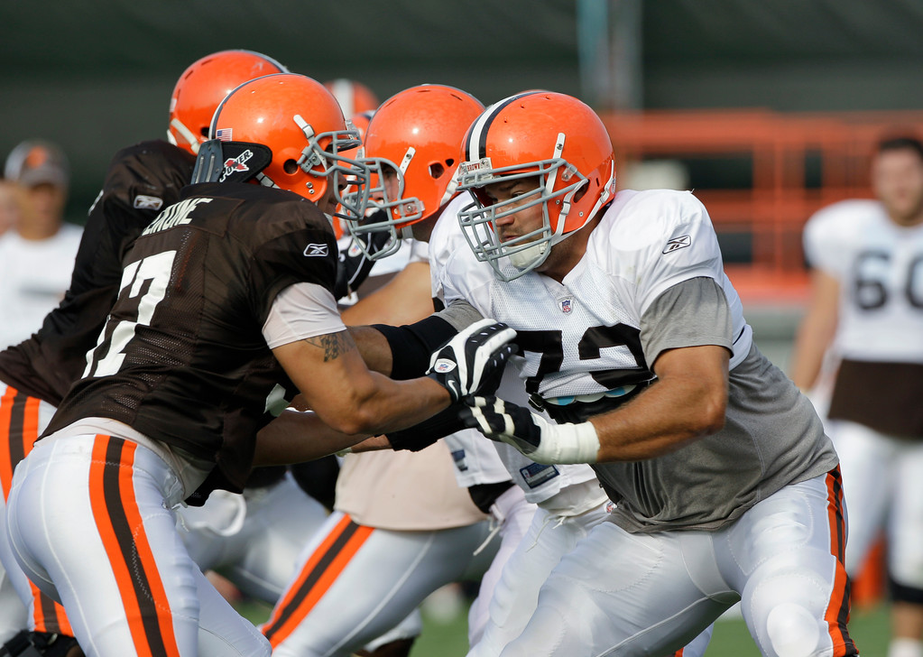 . Cleveland Browns offensive tackle Joe Thomas, right, blocks linebacker David Veikune during practice at the NFL football team\'s training camp Thursday, Aug. 19, 2010, in Berea, Ohio. (AP Photo/Mark Duncan)