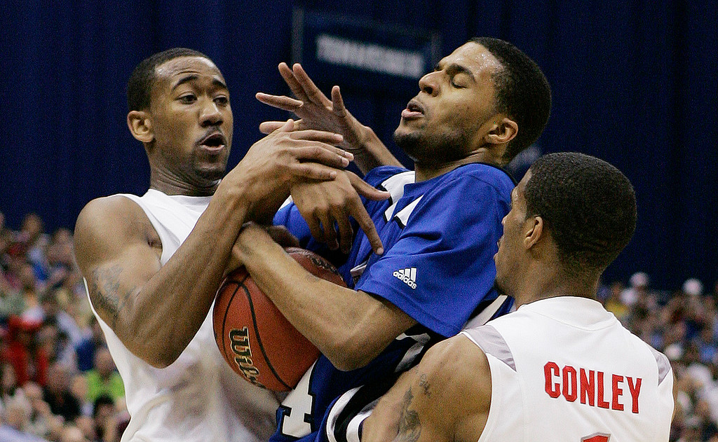 . Memphis guard Chris Douglas-Roberts battles for the ball with Ohio State guard Mike Conley Jr. (1), right, and David Lighty during their NCAA South Regional final basketball game at the Alamodome in San Antonio Saturday, March 24, 2007.  (AP Photo/David J. Phillip)