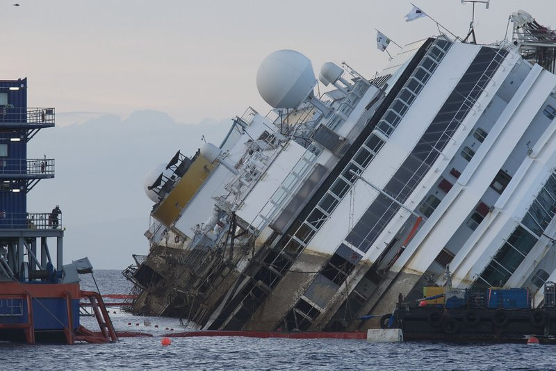 """. <p>7. (tie) COSTA CONCORDIA <p>Now that it�s off the reef, you can get a really good deal on the oceanview suites. (unranked) <p><b><a href=\'http://www.twincities.com/breakingnews/ci_24104364/costa-concordia-wreckage-raised\' target=\""""_blank\""""> HUH?</a></b> <p>   (AP Photo/Andrew Medichini)"""