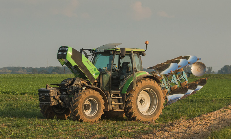 Deutz-Fahr Agrotron K110 with plow.