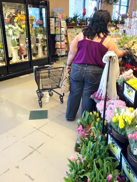 Woman & Mini-Cart @ Ralphs 03/02/12