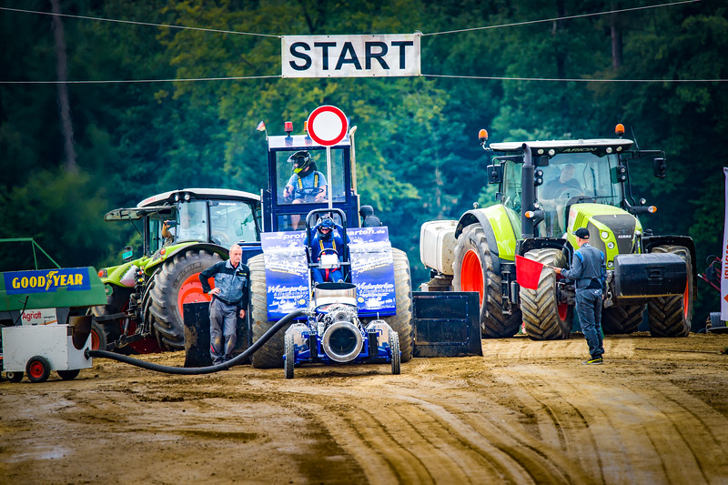 Tractor Pulling 2015-02312.jpg