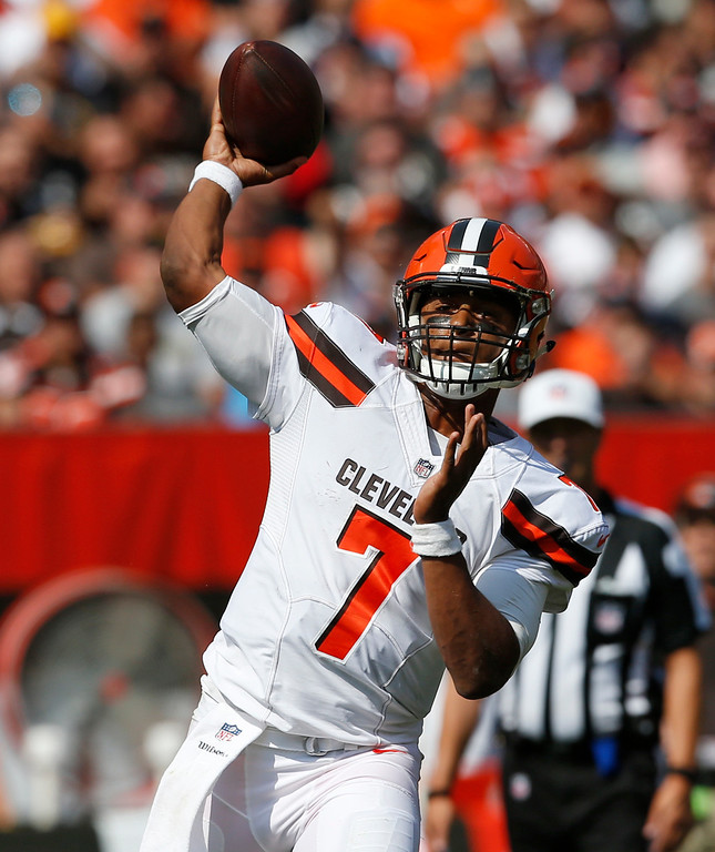. Cleveland Browns quarterback DeShone Kizer (7) passes during the second half of an NFL football game against the Pittsburgh Steelers, Sunday, Sept. 10, 2017, in Cleveland. (AP Photo/Ron Schwane)