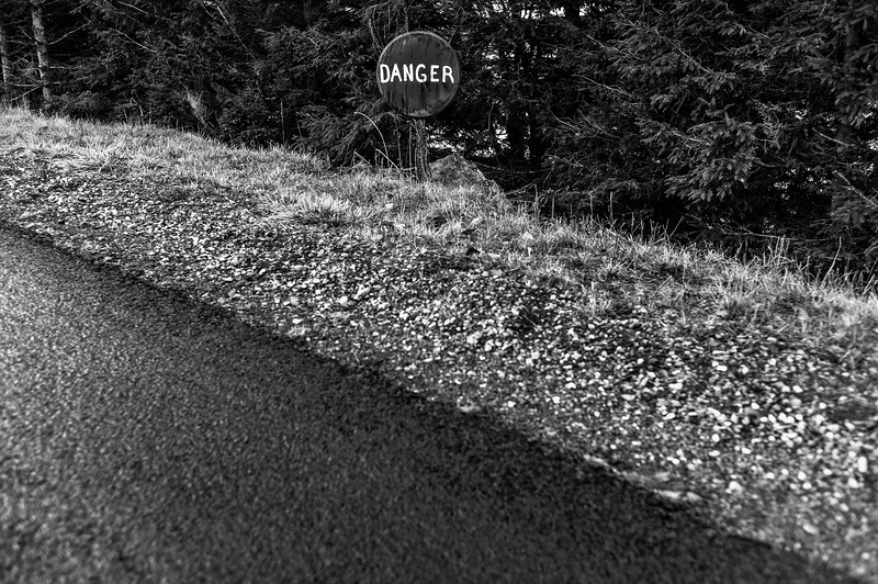 DANGER_SIGN_ROAD_AUBRAC_AVEYRON.jpg