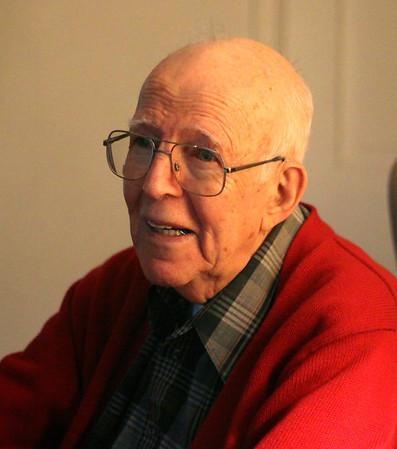 WWII Veteran tells his story 110813