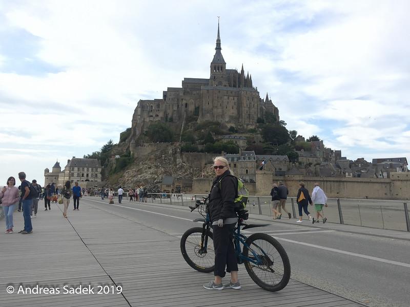 Mit dem Fahrrad kann man ab 18:00 Uhr über die Brücke nach Le Mont-Saint-Michel