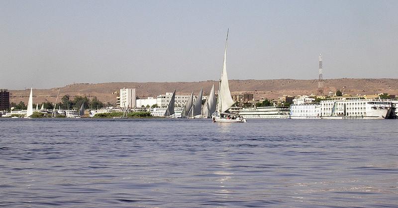 Faluccaer på Nilen med Aswan i bakgrunnen ------------------------------------------------------ Faluccas on the Nile - Aswan in the background (Foto: Ståle)