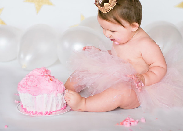 Eliza - 1 year cake smash