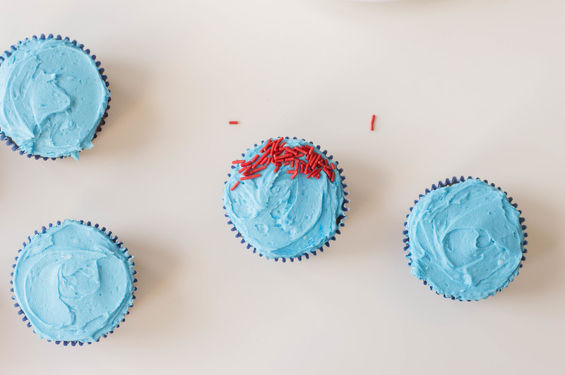 blue buttercream on cupcakes
