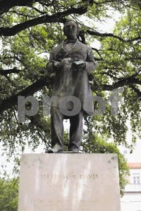 ut-removes-davis-statue