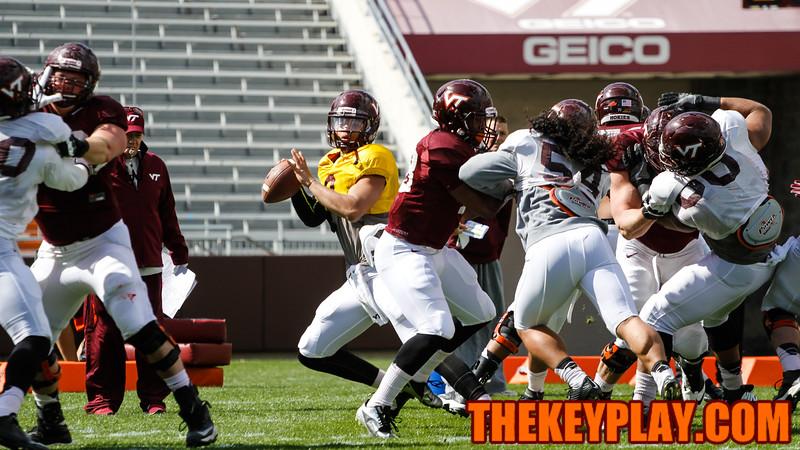 Brenden Motley looks for an open pass during drills. (Mark Umansky/TheKeyPlay.com