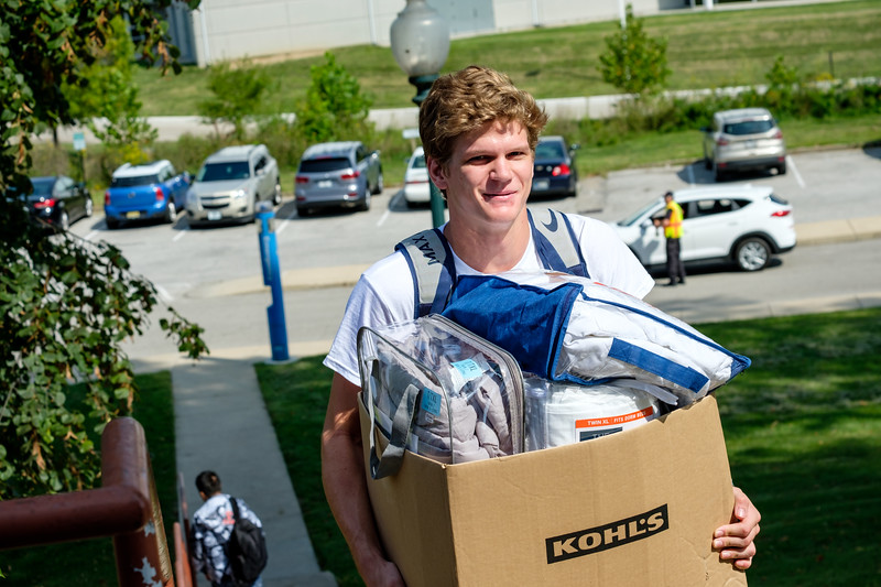 RHIT_Freshman_Move_In_Day_2019-6800.jpg