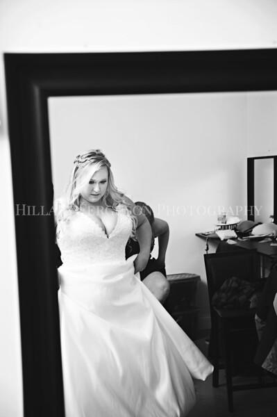 Hillary_Ferguson_Photography_Melinda+Derek_Getting_Ready189.jpg
