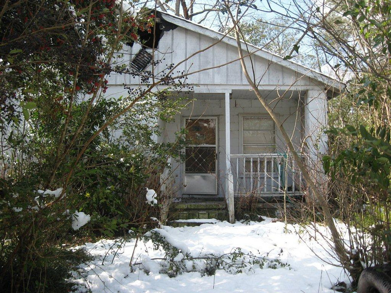 """10  02-13 """"Before"""" photo of DeLee family's home. Shane Persaud"""