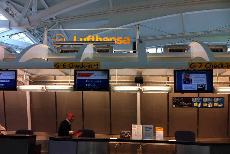 Lufthansa Check-In.jpg