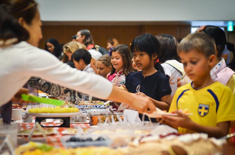 grade 2 cross cultural lunch 2014-45.jpg