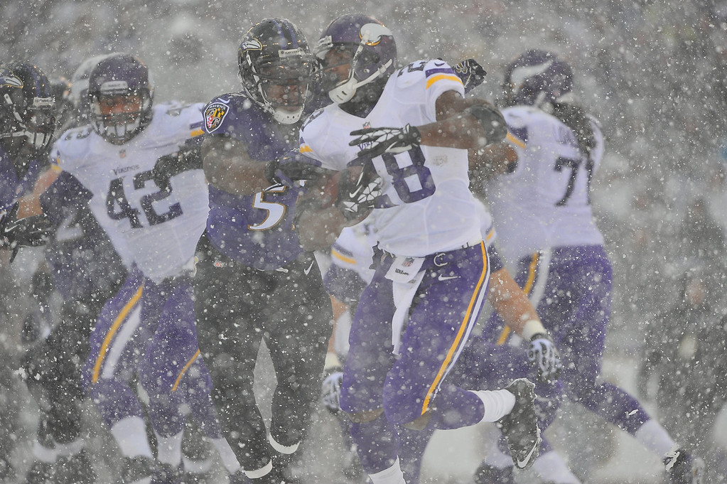 . Running back Adrian Peterson #28 of the Minnesota Vikings runs the ball against the Baltimore Ravens at M&T Bank Stadium on December 8, 2013 in Baltimore, Maryland. (Photo by Larry French/Getty Images)