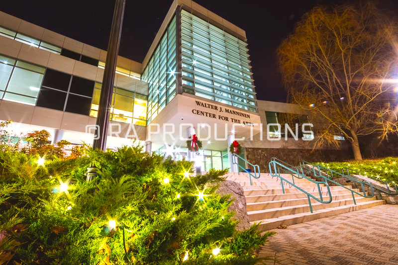 12042018_RAC_Campus-Wreaths-27.jpg
