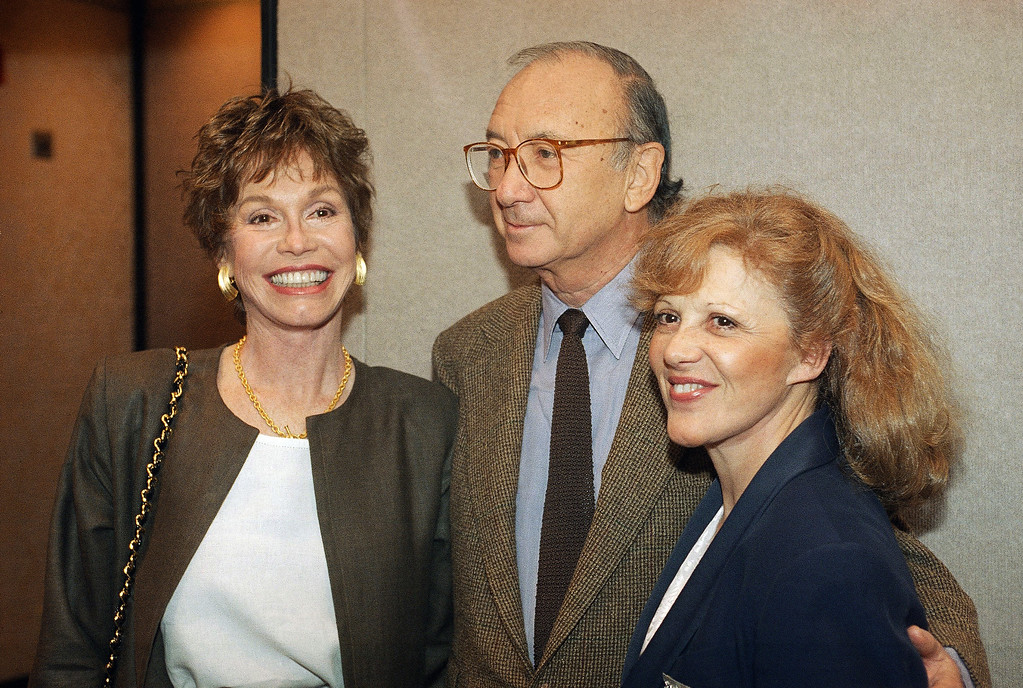. Actress Mary Tyler Moore, left, poses with Neil Simon in New York in May 1994. Woman at right is not identified. (AP Photo)