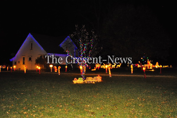 11-29-17 NEWS Bauman Christmas Display