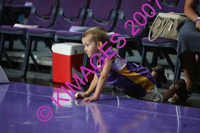 Kings Vs Breakers 29-12-07 Cheerleaders & Spectators.
