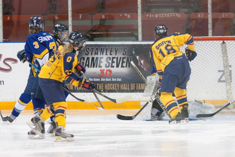 20130310 QWHockeyvsUBC 533.jpg