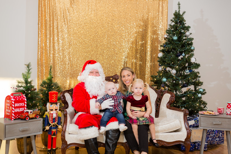 FADS Picture with Santa-214.jpg