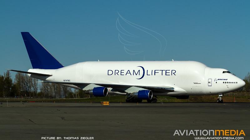 N747BC_Boeing-AtlasAir_B747-4J6(LCF)-Dreamlifter_R.jpg