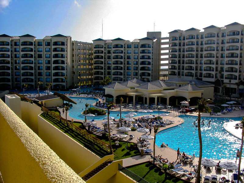 The Royal Caribbean has one of the largest swimming pools in Cacun.
